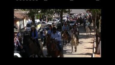 Cavalgada beneficente é realizada pelo sétimo ano em distrito de Coroaci - Comunidade de Conceição de Trunqueira se reúne para arrecadar doações destinadas a famílias carentes.