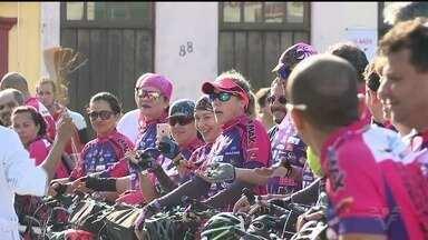 Ciclistas vão da Baixada Santista ao Vale do Ribeira levando solidariedade - Grupo chegou à Iguape, onde a Festa do Bom Jesus de Iguape acontece até 6 de agosto, para agradecer e pedir ao padroeiro.