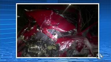 Suspeitos de roubo sofrem acidente após troca de tiros com a polícia na BR-101 - De acordo com a polícia, três homens estavam em um carro cometendo o crime na praça central de Água Preta.