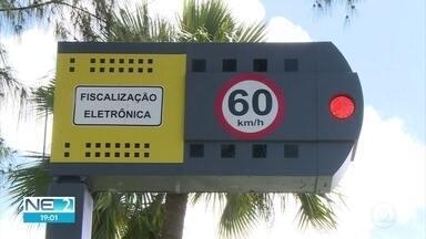 Projeto que prevê desligamento de lombadas eletrônicas em horários de pico divide opiniões - Proposta que visa destravar o trânsito do Recife vai passar por um período de testes durante o mês de agosto.