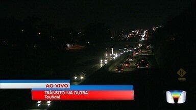 Veja movimento na Dutra na noite desta segunda-feira - Repórter Marcelo Hespaña está na rodovia.