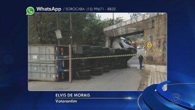Caminhão entala em ponte no Bairro da Chave em Votorantim - Um caminhão entalou em uma ponte de Votorantim (SP), na tarde desta segunda-feira (30). O acidente foi no Bairro da Chave e ninguém ficou ferido.