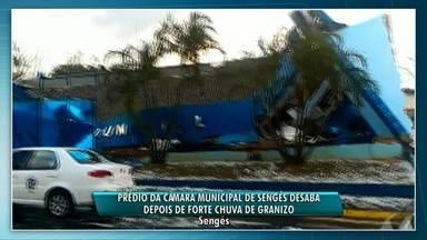 Prédio da Câmara de Vereadores de Sengés desaba depois de forte chuva de granizo - Ninguém ficou ferido. Várias casas da cidade também foram destelhadas.