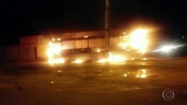 Roraima vive a segunda noite de violência - Ataques foram na capital e no sul do estado. PM diz que ordem saiu de dentro da penitenciária.