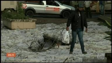Prefeitura de Nova Campina (SP) decreta estado de emergência após temporal - Um temporal, acompanhado de granizo, atingiu o município e causou estragos em mais de 500 casas.