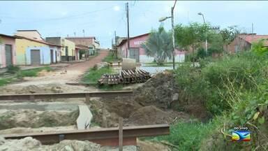 Moradores reclamam de obra em Santa Inês - Segundo os moradores do bairro Palmeira, a obra que foi iniciada há seis meses está parada.