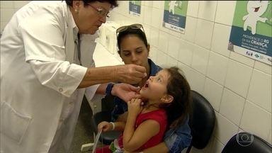 São Paulo e Acre antecipam a vacinação contra sarampo e paralisia infantil - A campanha nacional só começa na próxima segunda-feira e vai até o dia 31.