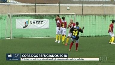 Refugiados de oito países disputam um campeonato de futebol, no Rio - Além do esporte, eles também recebem ajuda pra tirar documentos, cursos profissionalizantes e cuidados médicos.