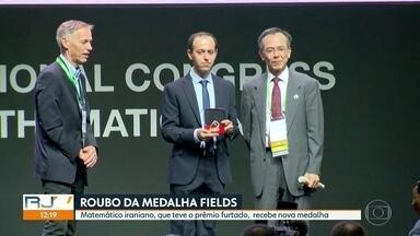 Matemático iraniano recebe nova medalha Fields, após furto na última quarta (1) - Caucher Birkar foi um dos quatro ganhadores da medalha Fields que é considerada o prêmio Nobel da matemática. Mas ela foi roubada meia hora depois da premiação no dia 1º de agosto.