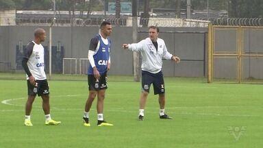 Santos enfrenta o Botafogo pelo Campeonato Brasileiro - Comandado por Cuca, Peixe vai ao Rio de Janeiro em busca de vitória. Partida será às 16h neste sábado (4).