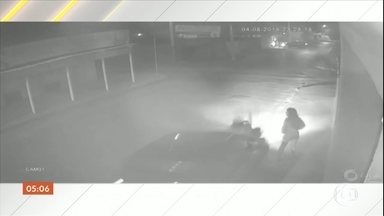Motorista é preso após atropelar uma jovem em Montes Claros (MG) - Segundo a polícia, ele estava bêbado. Apesar da violência do impacto, a vítima já foi liberada do hospital.