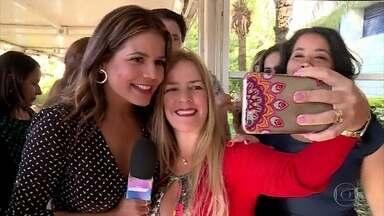 Nívea Stelmann revive seus tempos de repórter do Vídeo Show - Atriz recebe o carinho da plateia do 'Encontro com Fátima'