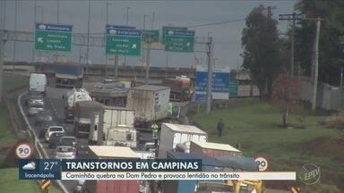 Caminhão quebra, causa bloqueio parcial e lentidão na Rodovia Dom Pedro I, em Campinas - Incidente aconteceu na manhã desta quinta-feira (9), na altura do km 145.