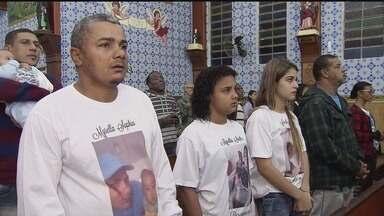 Missa de sétimo dia da menina Myrella, de seis meses, é celebrada em Praia Grande - Família suspeita que houve erro médico no atendimento da criança na UPA Samambaia.