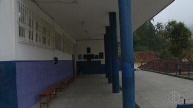 Profissionais da Educação mantêm greve em Petrópolis, no RJ - Assista a seguir.