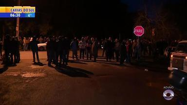 Moradores de Novo Hamburgo estão sem transporte público por conta de greve - Os motoristas pedem reajuste salarial.