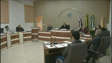Câmara de Bernardino de Campo cassa mandato de vereador - Oito dos nove vereadores da Câmara de Bernardino de Campos (SP) votaram a favor da cassação do vereador Isaas Massena, do PTB.