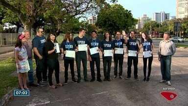 Sete alunos do Ifes participam de Olimpíada Internacional de Matemática na Tailândia - Eles fizeram vaquinha para a viagem.