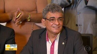 Promotor afastado do MPPE nega acusações de interferência na transferência de presos - Marcellus Ugiette convocou entrevista coletiva na quinta (9), no Recife, para afirmar que vai provar sua inocência.
