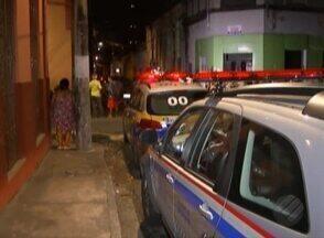 Um homem de 26 anos foi morto a tiros no bairro da campina, em Belém - De acordo com testemunhas, ele teria sido assassinado por dois suspeitos em uma moto
