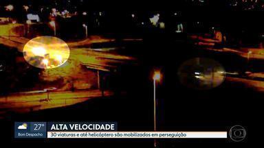 Câmera exclusiva flagra fuga de moto em alta velocidade no Anel Rodoviário de BH - Trinta viaturas e um helicóptero foram mobilizados em perseguição durante a madrugada desta sexta-feira (10).
