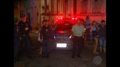Homem é morto a tiros no bairro da Campina, em Belém - Dois homens chegaram de moto e atiraram.