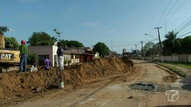 Avenida Sérgio Henn continua interditada para obras de drenagem - Previsão de liberação da avenida é no próximo fim de semana. Enquanto isso, motoristas precisam encontrar outras alternativas de tráfego.