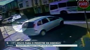 Motoristas desrespeitam faixa de pedestre e semáforo vermelho em Ribeirão Preto - Na manhã desta sexta-feira (10), mulher foi atropelada ao atravessar cruzamento nos Campos Elíseos.