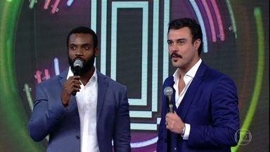 Rafael Zulu e Joaquim Lopes empatam o placar - Os atores escolhem a campainha de número dois