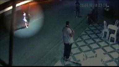 Vídeo mostra momento em que criança é atropelada por moto, em Campina Grande - Vítima foi encaminhada para UTI do Hospital de Emergência e Trauma de Campina Grande em estado grave.