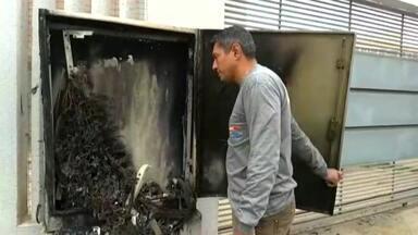 Central telefônica da Sercomtel pega fogo - Com isso, o serviço do Corpo de Bombeiros da Vila Nova ficou comprometido.