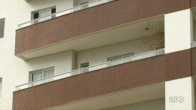 Apartamento de Tatiane Spitzner é periciado por profissionais contratados pela família - De acordo com um dos técnicos da perícia, o intuito é interpretar as informações que já constam nos autos.