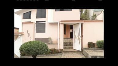 Bandidos invadem residência em Timóteo - Um homem de 57 anos e a filha de 25 anos estavam no imóvel; vítimas foram amarradas.