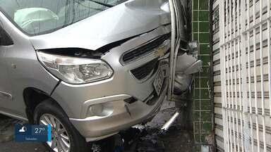 Destaques: carro bate em poste e provoca a interdição de pista próximo a Estação Pirajá - Confira também outros fatos que marcaram a quarta-feira (15).