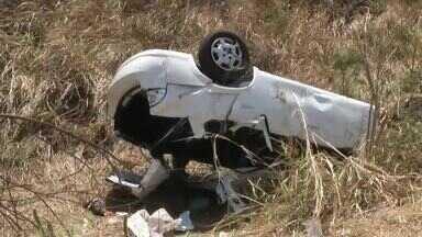 Mulher morre e quatro pessoas ficam ferias em capotagem na BR-020 - Saiba mais no G1.com.br/CE