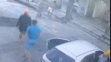 Suspeitos de roubar carro morrem após perseguição e troca de tiros com a polícia - Saiba mais no G1.com.br/CE