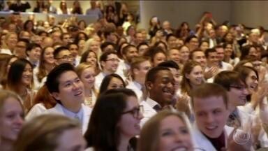 Universidade de Nova York não vai mais cobrar pelo curso de medicina - Medida é para atrair mais estudantes para o curso e suprir a falta de médicos de algumas especialidades.
