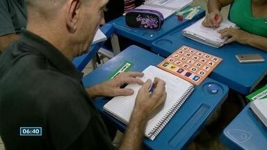 Turma mostra força de vontade para driblar analfabetismo no ES - Ao todo, são R$ 11,5 analfabetos no país.