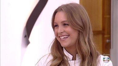'Super Chef Celebridades': Carla Diaz prepara bruschetta e diz que adora comer - Caçula da turma, atriz garante que entrou no reality para vencer