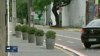 Recife ganha nova ciclofaixa - Área exclusiva para bicicletas começou a funcionar na Zona Oeste, nesta segunda (20)