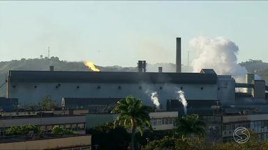 Dois funcionários ficam feridos em acidente na CSN, em Volta Redonda, RJ - Eles sofreram queimaduras leves enquanto trabalhavam na fábrica de aços longos. Esse é segundo acidente registrado em menos de uma semana.