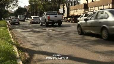 Mulher morre atropelada na Avenida Colombo - Foram dois acidentes graves na avenida no fim de semana