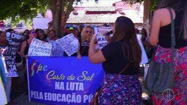 Servidores da educação de São Pedro da Aldeia, RJ, entram em greve e fazem manifestação - Assista a seguir.