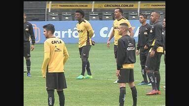 Com retornos, Mazola monta equipe que recebe o Coritiba nesta terça-feira (20) - Com retornos, Mazola monta equipe que recebe o Coritiba nesta terça-feira (20)