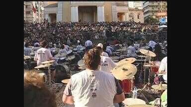 6ª Orquestra de Baterias reúne músicos no Centro de Florianópolis - 6ª Orquestra de Baterias reúne músicos no Centro de Florianópolis