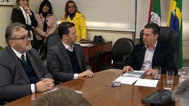 Prefeitura de Porto Alegre envia projeto de diretrizes orçamentárias com déficit - Conforme o prefeito Nelson Marchezan Jr., não devem ser aplicados recursos próprios para cobrir o déficit. Projeto serve como base legal para elaboração do orçamento de 2019.