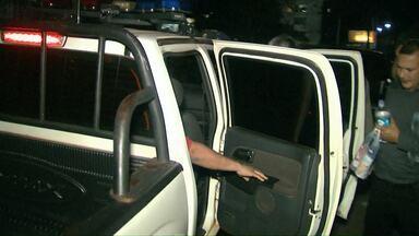 Justiça mantém prisão de policiais suspeitos de extorsão - Brasileiros foram extorquidos.