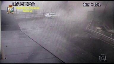 Polícia italiana divulga imagens do momento em que ponte de Gênova desaba - Imagens foram gravadas pela câmera de vigilância da ponte