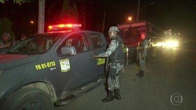 Força Nacional reforça a segurança na fronteira do Brasil com a Venezuela - Nesta segunda-feira (20), 60 homens chegaram em Roraima para reforçar o patrulhamento na fronteira do Brasil com a Venezuela. No final da noite, moradores de Paracaima fizeram uma carreata com venezuelanos em um gesto de paz.