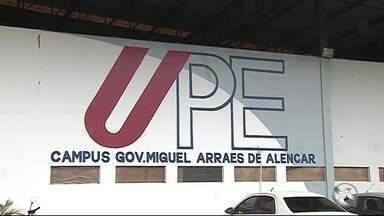 Alunos reclamam da falta de infraestrutura da UPE em Caruaru - Aulas são realizadas em sede provisória.
